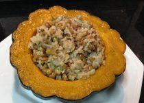 Abóbora recheada com arroz e lentilha
